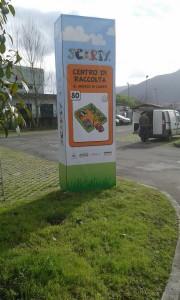 La Sistema Ambiente S.p.A. ha creato il pannello identificativo del Centro di Raccolta della città di Lucca utilizzando l'immagine della corrispondente carta del nostro gioco SCARTY®!